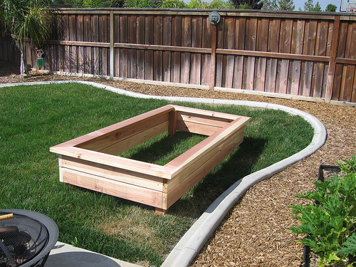 Pine tree home garden raised garden beds for Garden box landscape and design