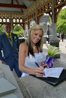 Bride signs wedding license at Belvedere Castle