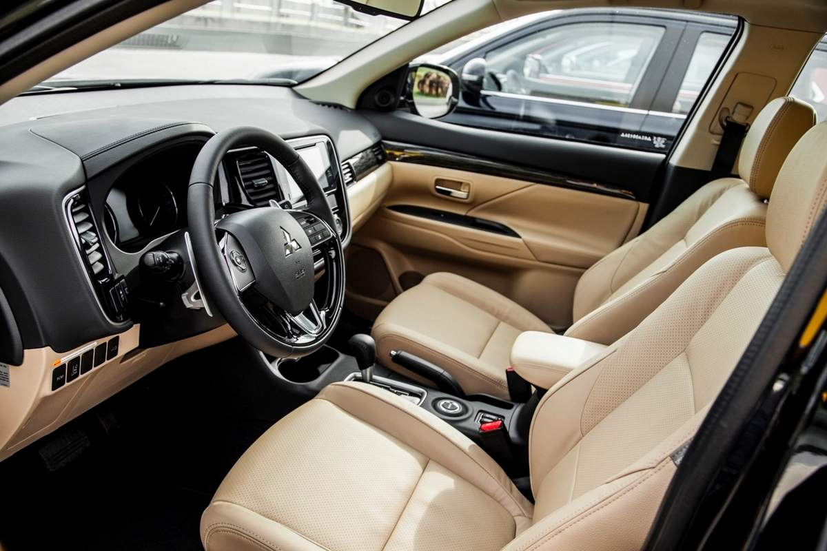 mitsubishi outlander 2016 using 4 cylinder 24 liter has 166 hp power with 219 nm of torque and the 30 liter v6 engine has a power of 224 hp with a torque - 2016 Mitsubishi Outlander Interior