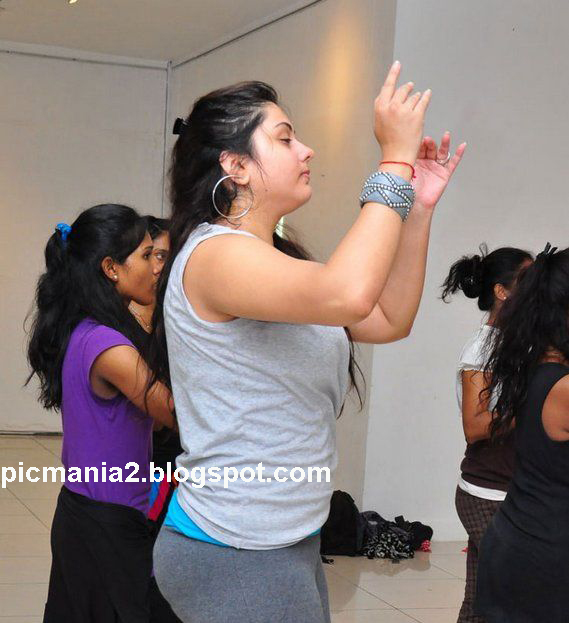 namitha hot boomb and sexy navel dance