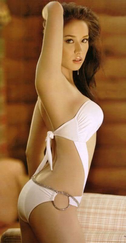 Amateur skinny blonde nude