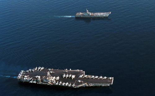 HTMS Chakri Naruebet dan USS Kitty Hawk