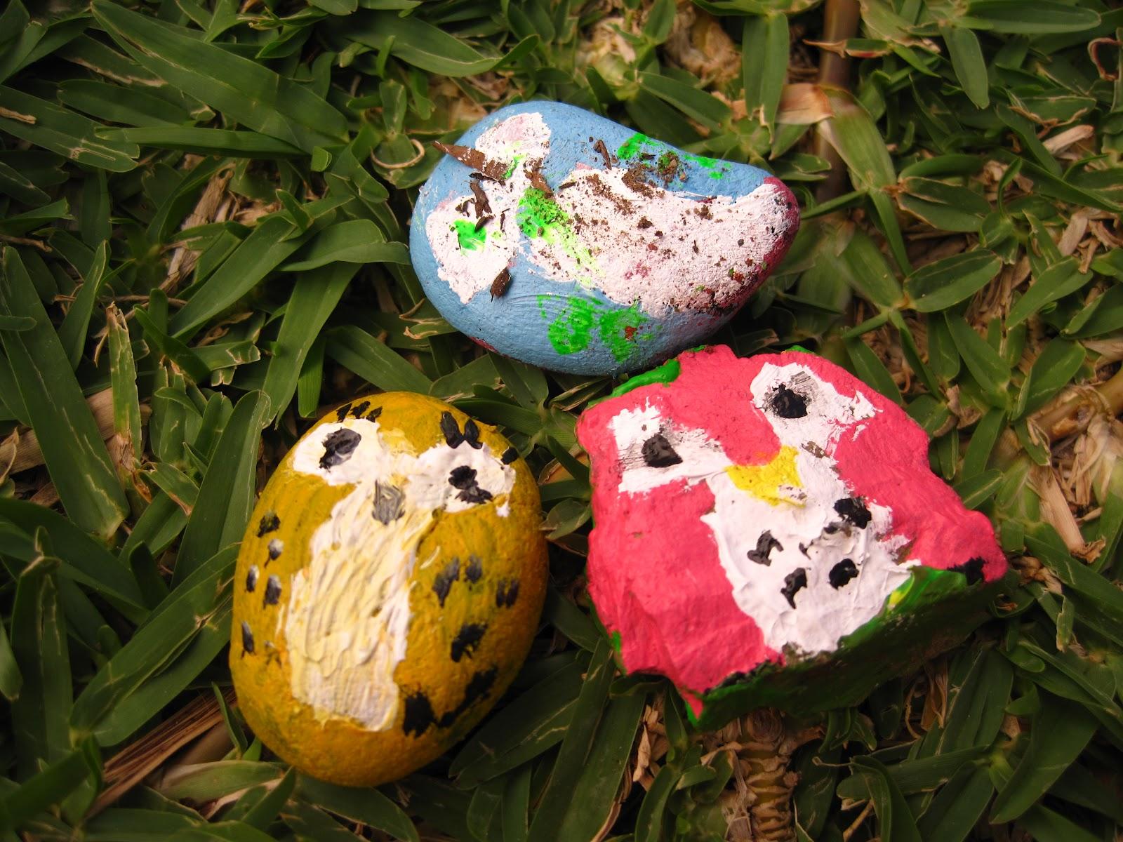 Piedras que pinté con mis sobrinos hace unas semanas.