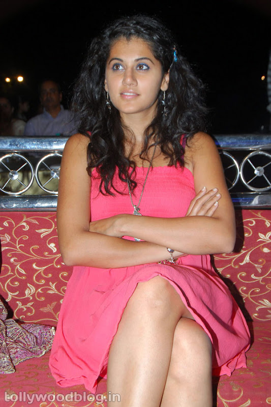 Tapsee Ponnu Hot Photo in Pink Dress gallery pictures