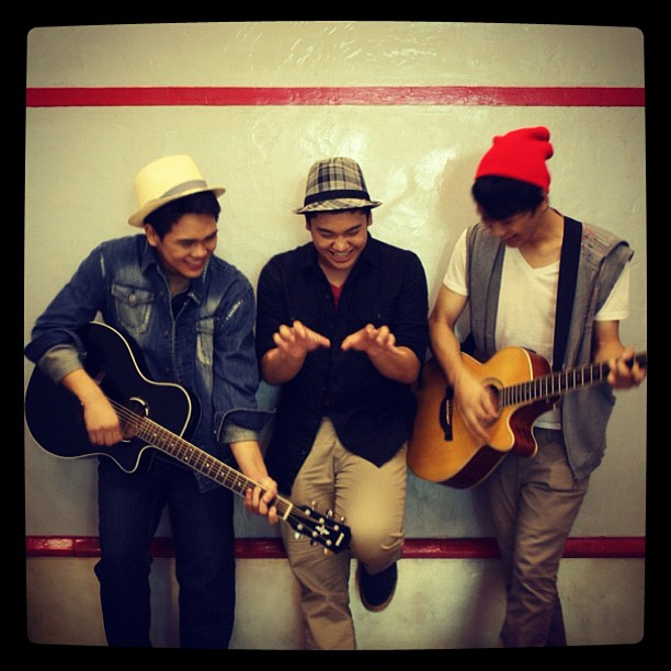 Mikha Angelo dan The Overtunes