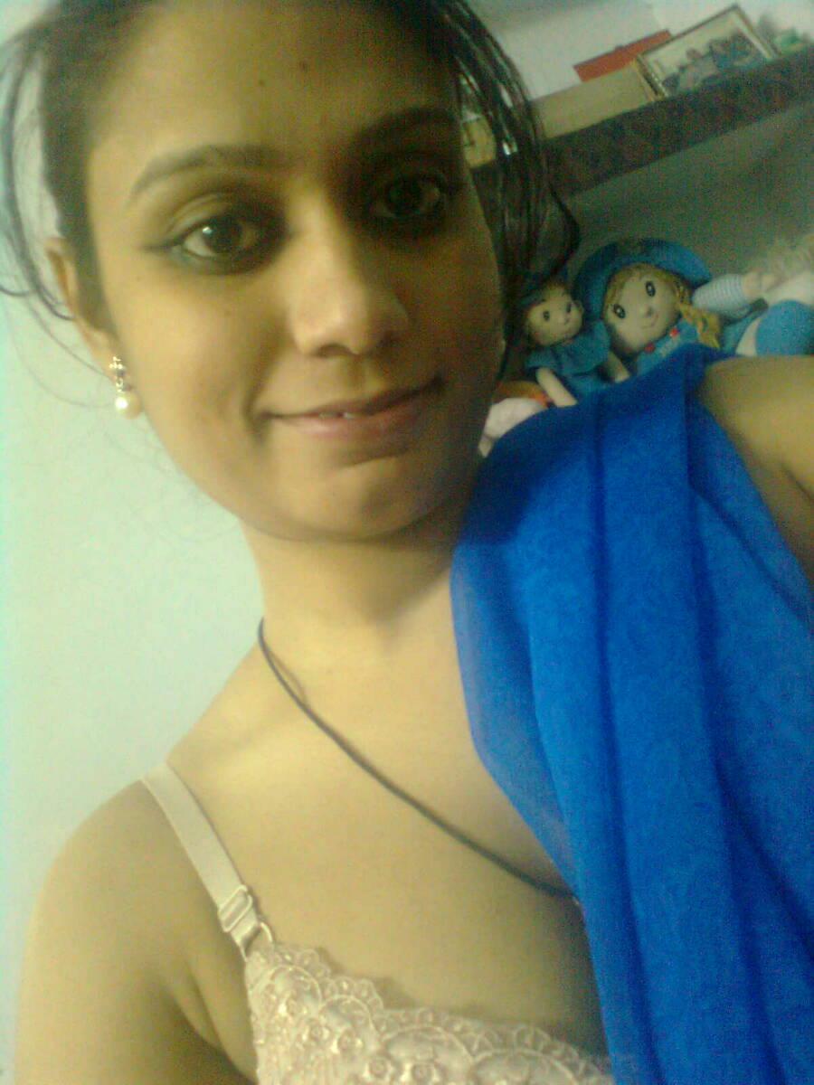 Indian Desi Girls in Bra
