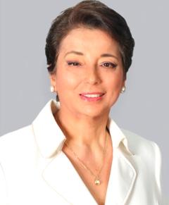 Beatriz Merino con leve sonrisa