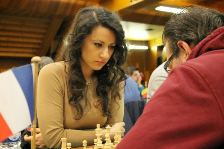 Le Prix de beauté Chess & Strategy ira incontestablement à la belle roumaine Raluca Sgircea (2294) - Photo © Chess & Strategy