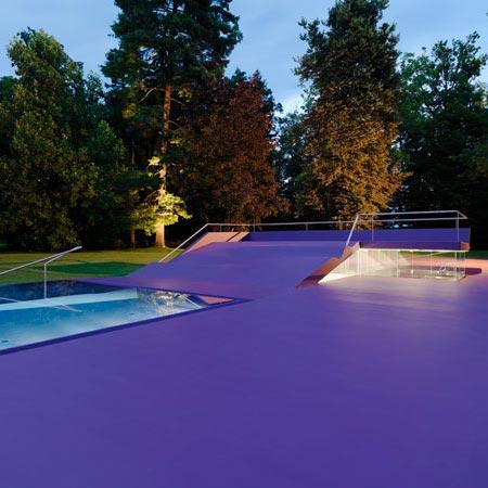 Iceblog deep blue top 9 outdoor swimming pools for Deep swimming pools for garden
