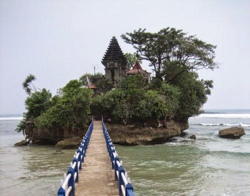 Pantai Balekambang - Tanah Lot di Pulau Jawa