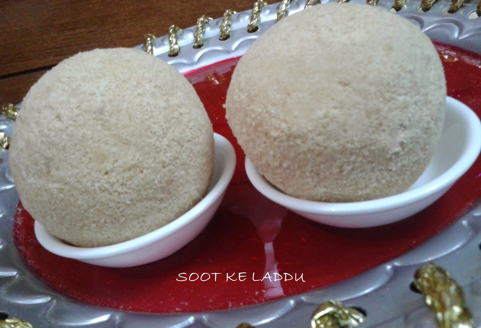 http://www.paakvidhi.com/2014/10/soot-ke-laddu.html