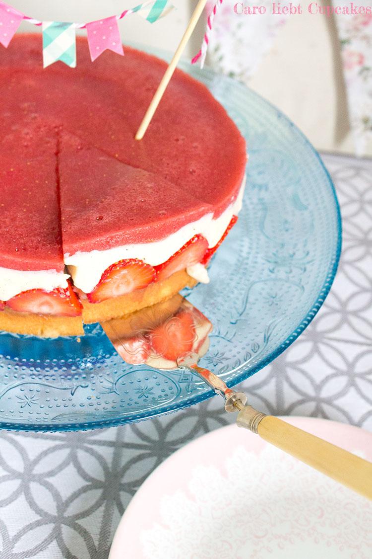 Erdbeerkuchen mit Vanillepudding, schneller Biskuitboden