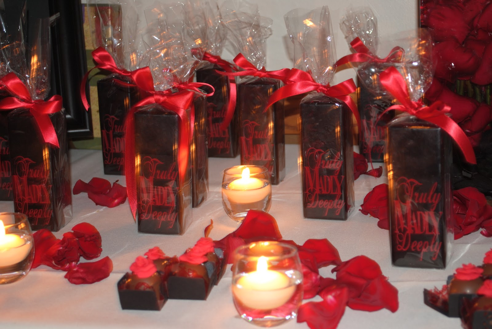Homemade parties dila and jeferson wedding black and red - Red and silver centerpiece ideas ...