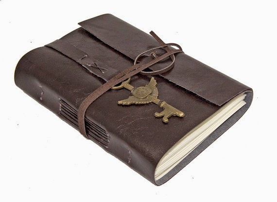 https://www.etsy.com/fr/listing/174660295/faux-cuir-wrap-journal-avec-ailes?ref=shop_home_active_2