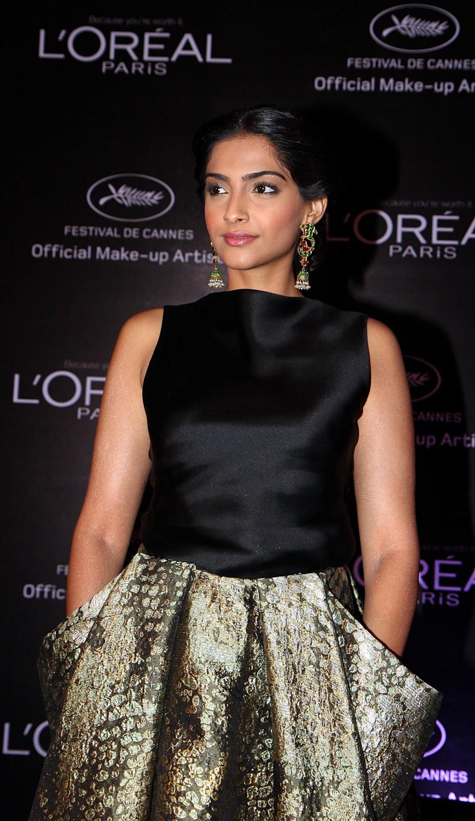 Stylish gorgeous Sonam kapoor ramp walk at loreal fashion show