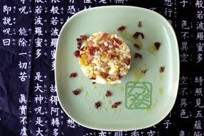 Insalata ai tre cereali con pancetta caramellata, mele verdi e fiocchi di paprica rossa