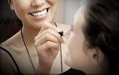 Organisez un Atelier Look entre amies,            chez vous ou dans notre Showroom !