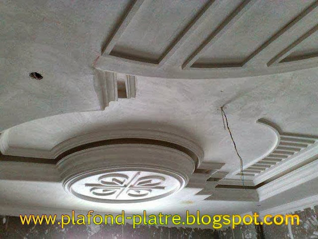 D coration agr able de faux plafond en platre for Decoration plafond en platre
