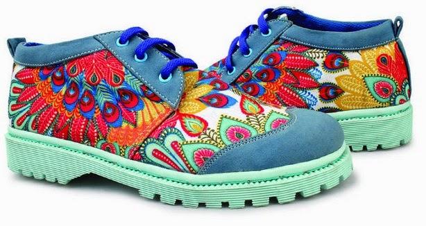 Sepatu: Sepatu Kets Batik Safari Biru (SDG-423)