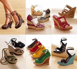 Pemakaian model sepatu wedges sangat pas sekali untuk kaum wanita yang