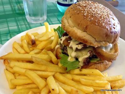Está Chovendo Hambúrguer - Lucy Sanduicheria