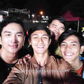 Foto Mondy dengan Haikal, Iyan dan Dado Anak Jalanan