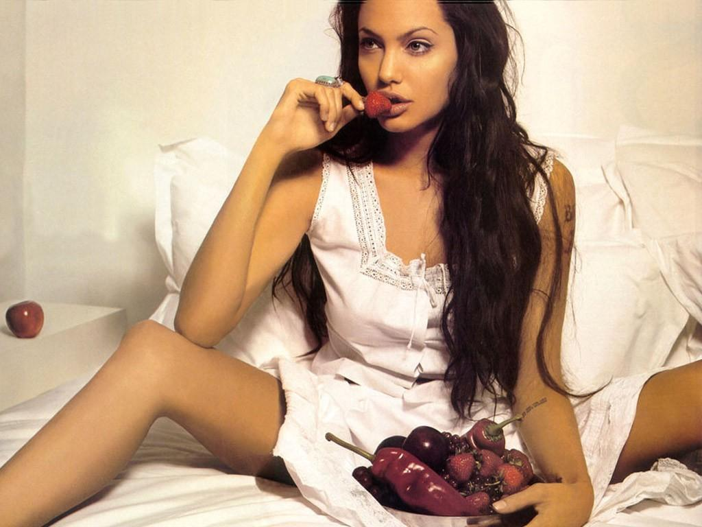 like every body: angelina jolie hot 2013