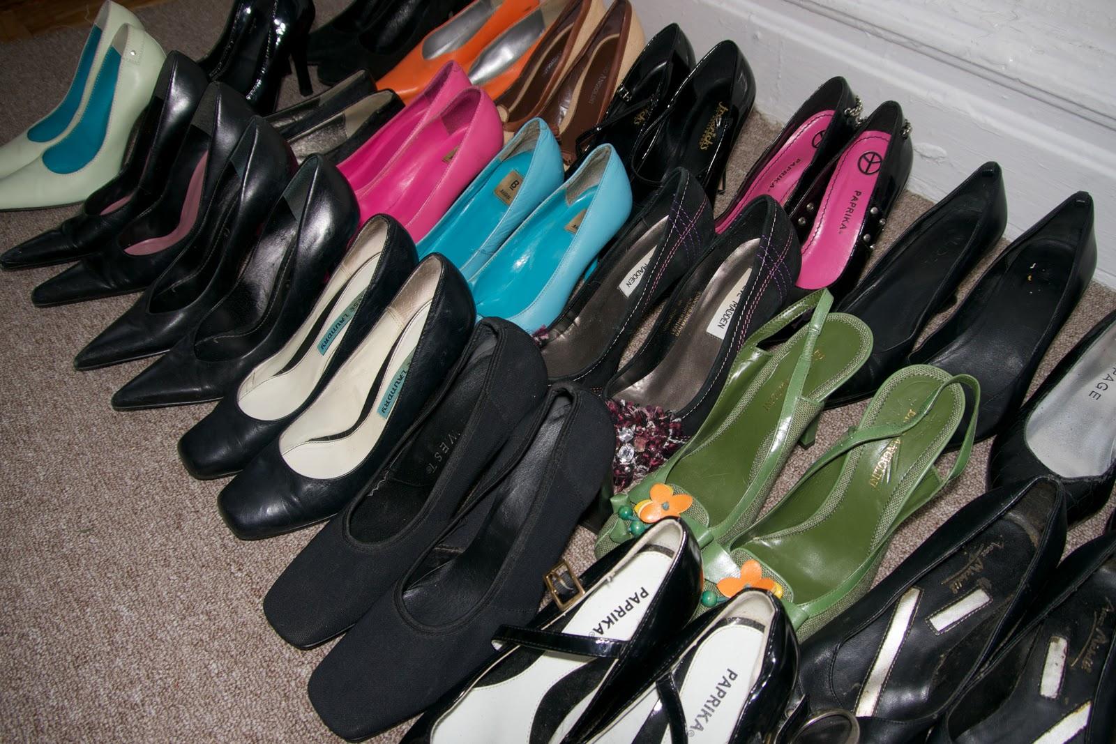 http://2.bp.blogspot.com/-b6GmeXq5kO4/Tvk4bqN82KI/AAAAAAAAAFk/HuCbDiQ8rBI/s1600/shoes_heels2++244.jpg