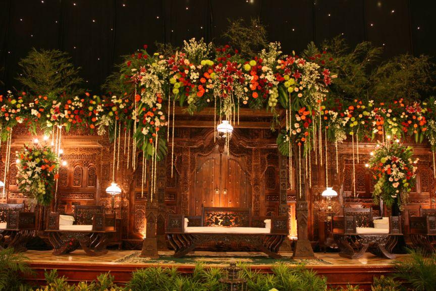 Dekorasi pernikahan contoh pelaminan jawa for Dekorasi party di hotel