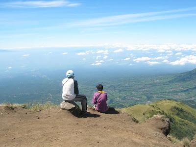 merenung di atas gunung merbabu