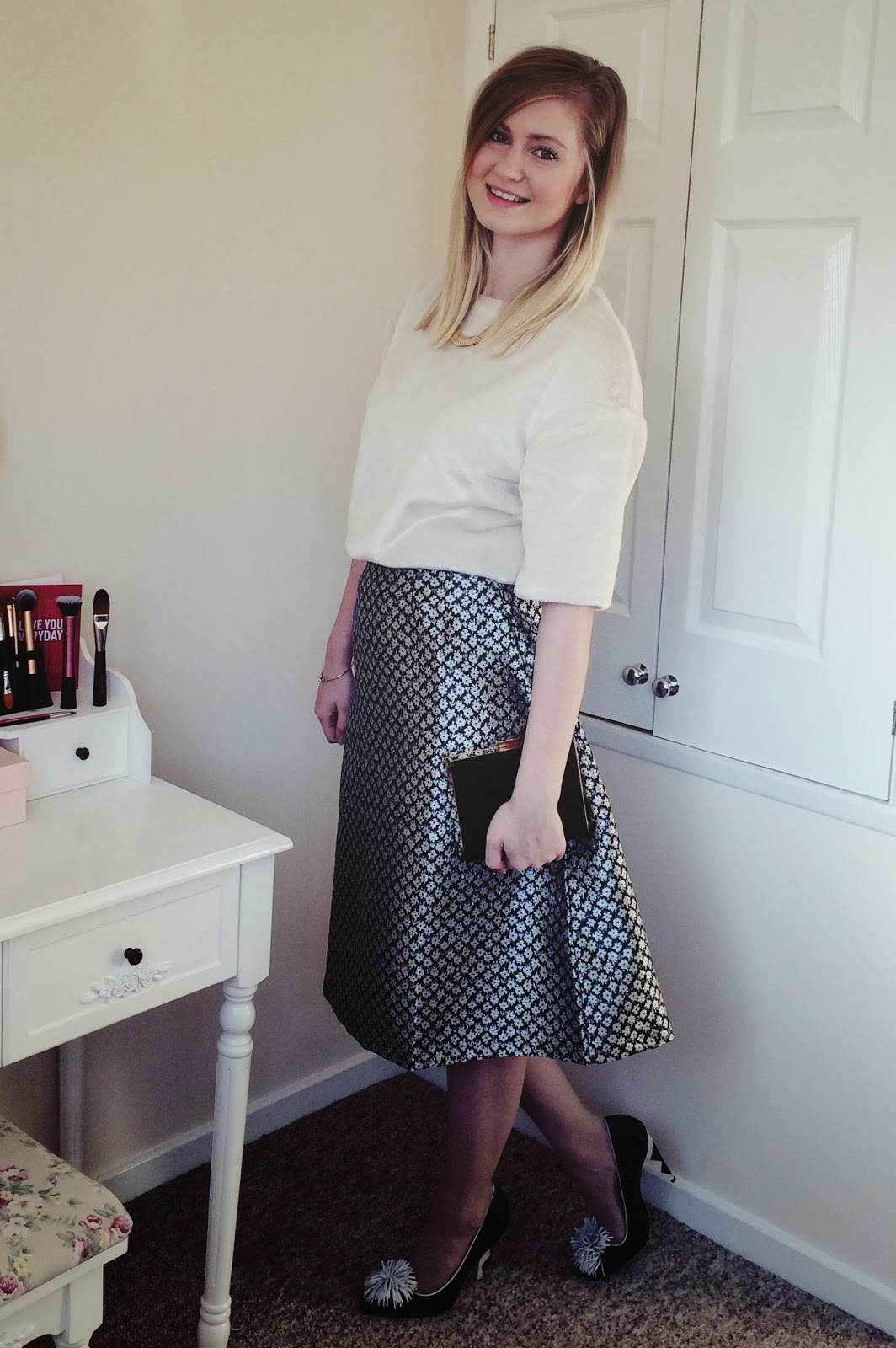 FashionFake, fashion bloggers, UK fashion blog, how to wear a midi skirt