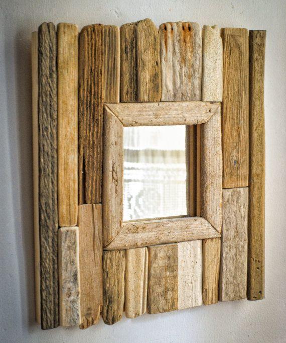 espelho com moldura de madeira rśtica