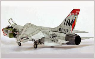 """""""F-8 E Crusader"""" 1/48"""