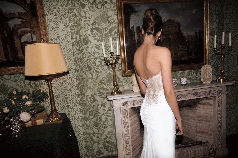 Фото в белом платье с обнаженной спиной 18 фотография