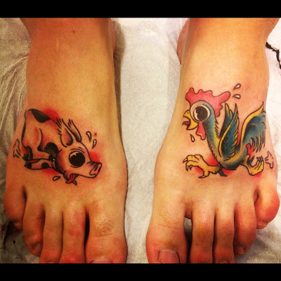 Tatuaje cerdito y gallinita