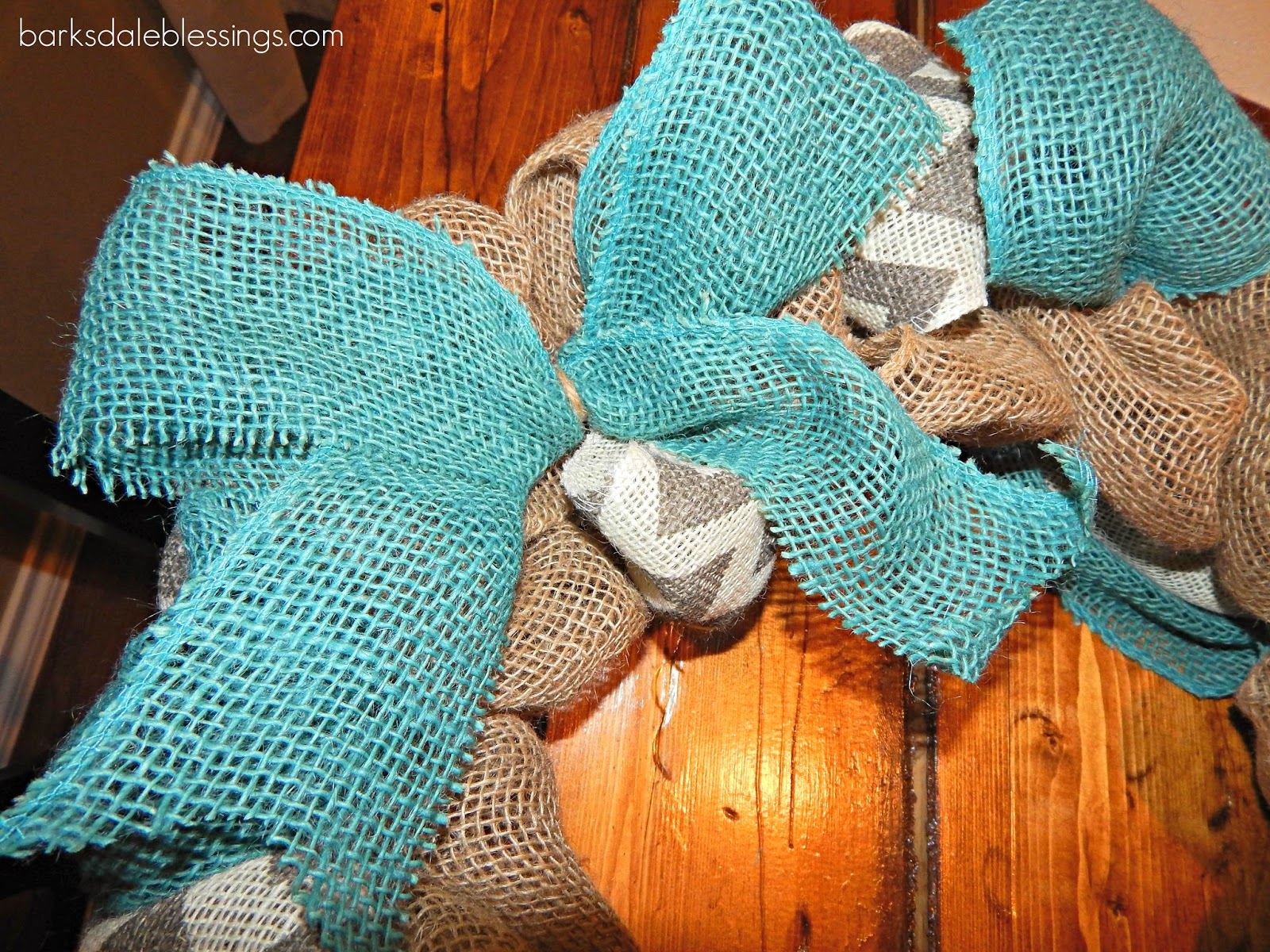 how to make a burlap bow with two colors