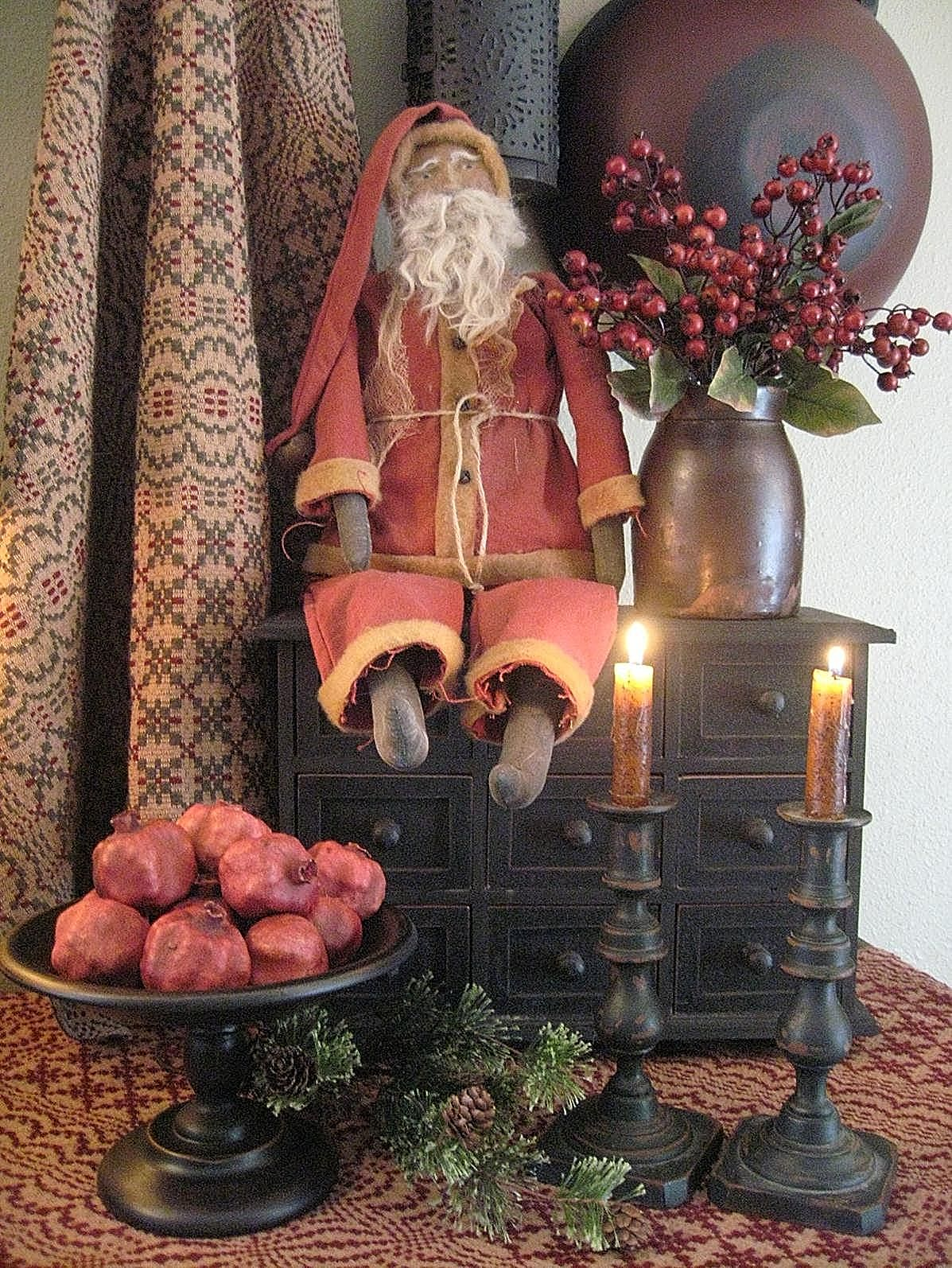 Merry christmas colonial home on pinterest primitive for Country christmas decorating ideas