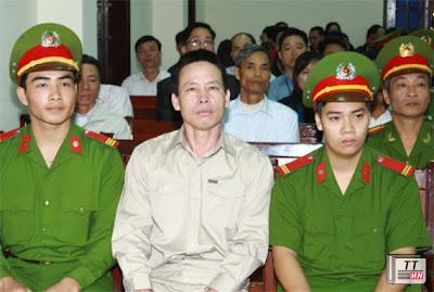 Ông Đoàn Văn Vươn ra tòa với tư cách bị hại. Ảnh: TTXVN.