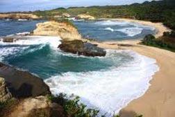 Obyek Wisata Pantai Klayar di Pacitan