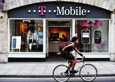 """Según un ejecutivo de T-Mobile , La operadora en los EE.UU ya no venderá dispositivos BlackBerry en lastiendas, sólo se enviarán directamente, ya sea por teléfono o un pedido en línea. David Carey (vicepresidente ejecutivo de servicios corporativos), dijo que """"Las existencias en elsistema de distribución al por menor era ineficiente"""" porque los teléfonos BlackBerry no han sido los dispositivos de alta demanda por parte de los consumidores. Dijo que los teléfonos inteligentes BlackBerry son en su mayoría comprados por empresas que no hacen las decisiones de compra en las tiendas. """"Por ello vamos vender en la tienda en linea"""