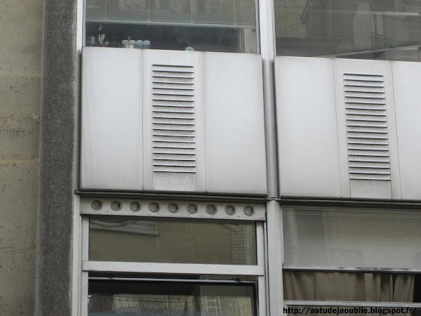astudejaoublie Paris 16eme - Immeuble square Mozart  Architecte: Lionel Mirabaud  Architecte assistant: Didier Gondolff  Ingénieur: Jean Prouvé (mur rideau)  Peintre sculpteur: Noël Émile Laurent  Construction: 1953-1954