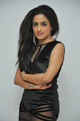 Vriti Khanna sizzling photos gallery-thumbnail-12