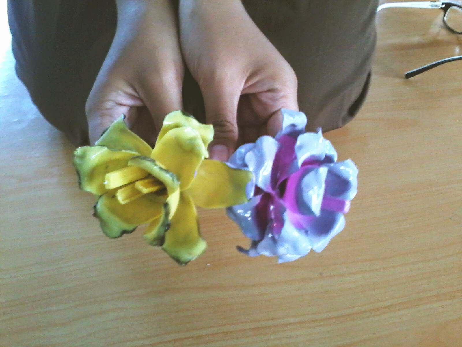 Membuat Bunga Mawar dari Sendok Plastik