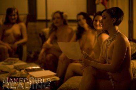 Garotas Que Leem Nuas Sacodem Nova York