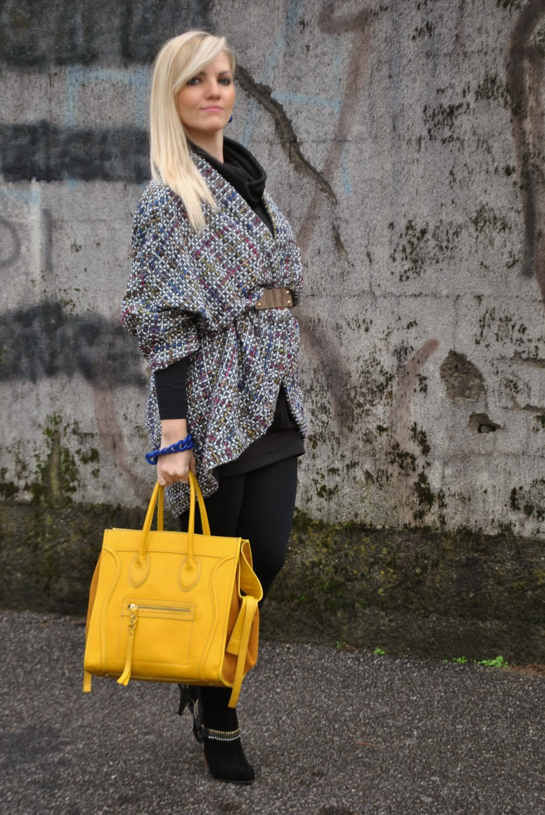 outfit cappotto a uovo borsa celine gialla stivali buffalo buffalo boots celine bag egg shape coat orecchini blu outfit accessori gialli e blu abbinamenti borsa gialla come abbinare la borsa gialla how to wear yellow bag how to wear cape outfit novembre 2014 outfit autunnali autumnal outfits  autumnal outfits  outfit autunnali outfit mariafelicia magno mariafelicia magno fashion blogger italian girls ragazze italiane fahsion blogger bionde ragazze bionde blonde girls fashion bloggers italy