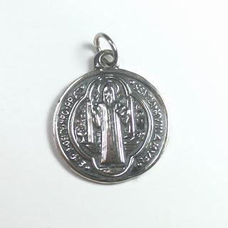 Comprar medalla san benito plata