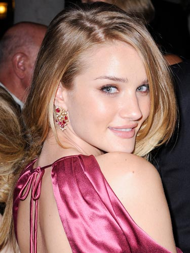 2011 Rosie Alice Huntington Whiteley Straight Blond Hairstyle