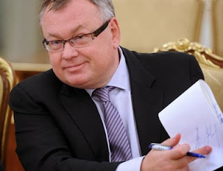 Банкир Андрей Костин преследует Хорошилова по всему миру. Фото