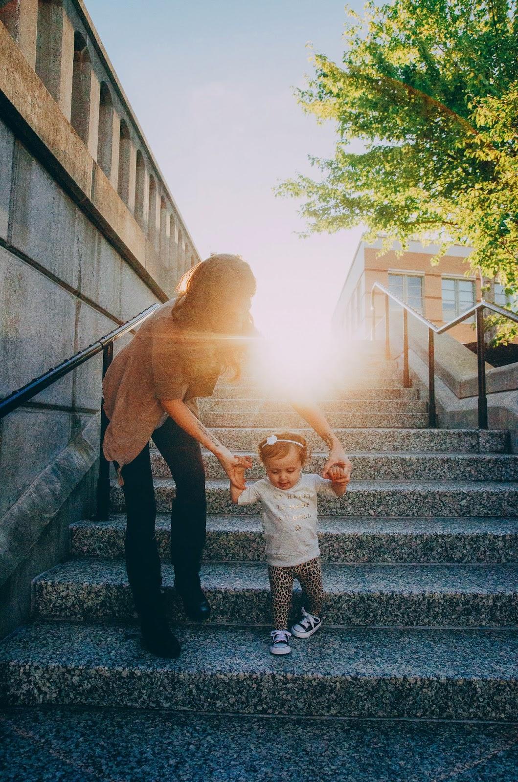 Ashlee photographs families with a nikon camera