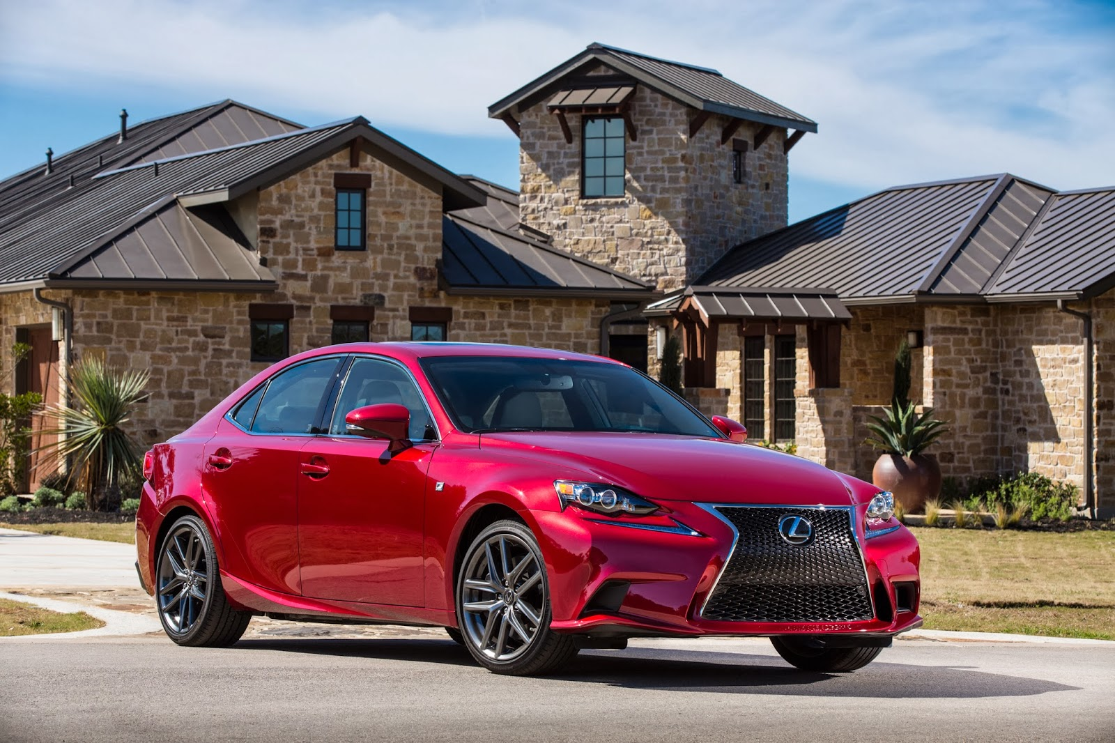 Front three-quarters view of the 2014 Lexus IS 350 F-Sport
